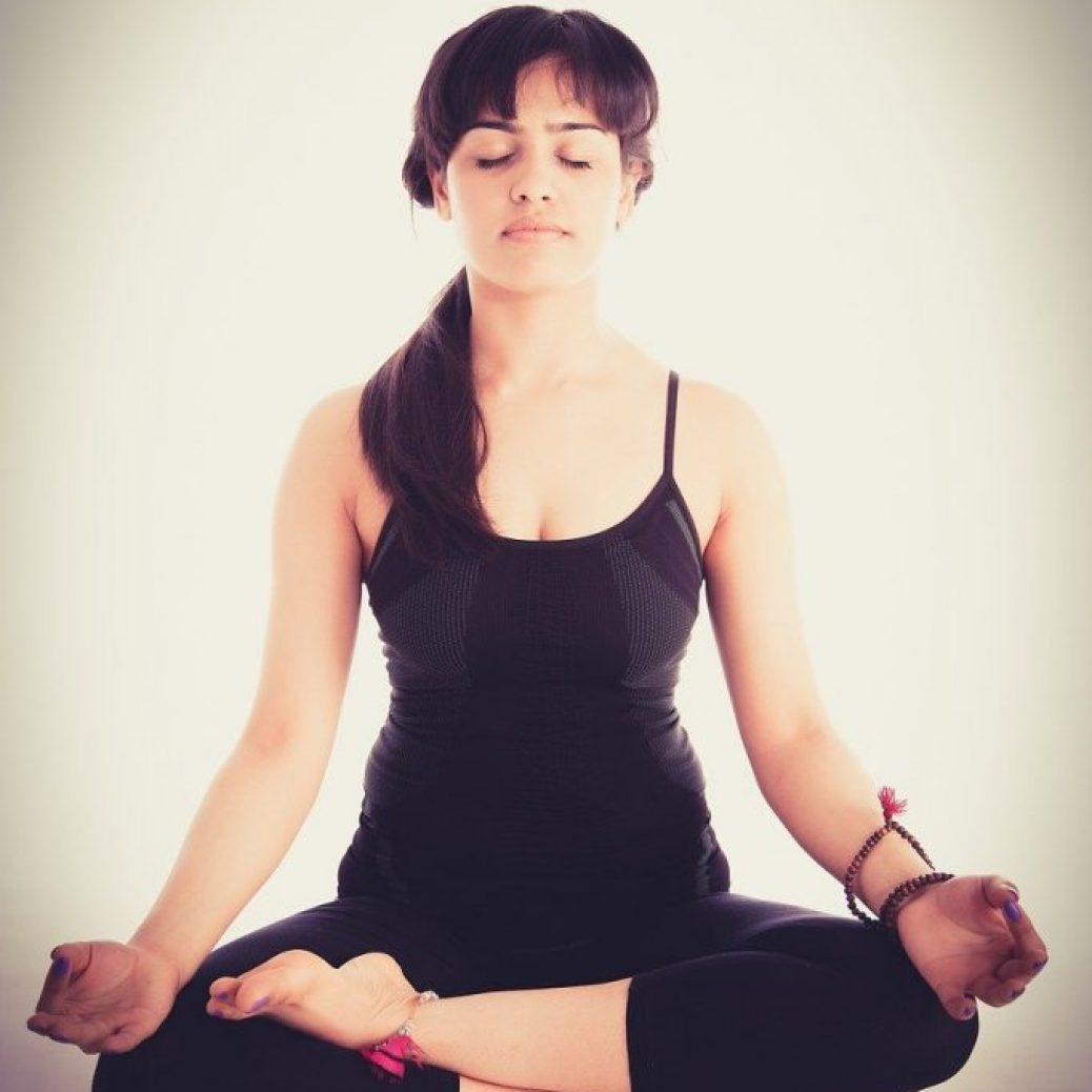 yoga-woman-black-1280